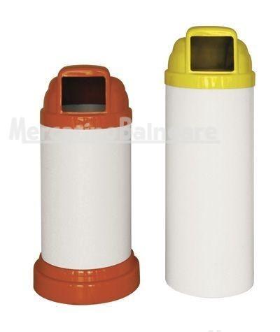 Contenitori per Rifiuti mod. MINI - Mercatino Balneare Contenitore portarifiuti mod. MINI 40 da lt. 40, con base d'appoggio diam. cm. 37,5 – tubo in PVC bianco diam. cm. 31,5 x h. 50 – h. totale cm. 79. Base e coperchio in ABS antiurto, verniciati antigraffio, anti UV. Colori: giallo – arancio – verde – azzurro. A richiesta: beige e rosso (minimo pz. 30) Contenitore portarifiuti mod. MINI 80 da lt. 80 – tubo in PVC bianco diam. cm. 3