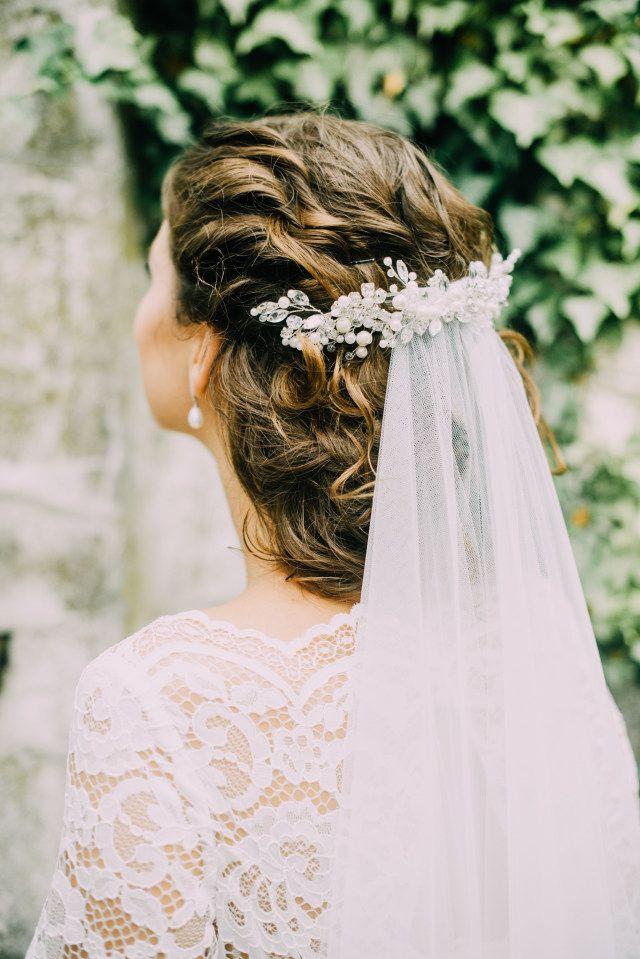 Credit: Fotosolo - huwelijk (ritueel), bruid, hoofddeksel, bruids, jurk, mode, meisje, vrouw, natuur, huwelijk (burgerlijke staat), mooi, bloem (plant), bruidegom, portret, volk, haar (zoogdier), liefde, buitenshuis, schattige