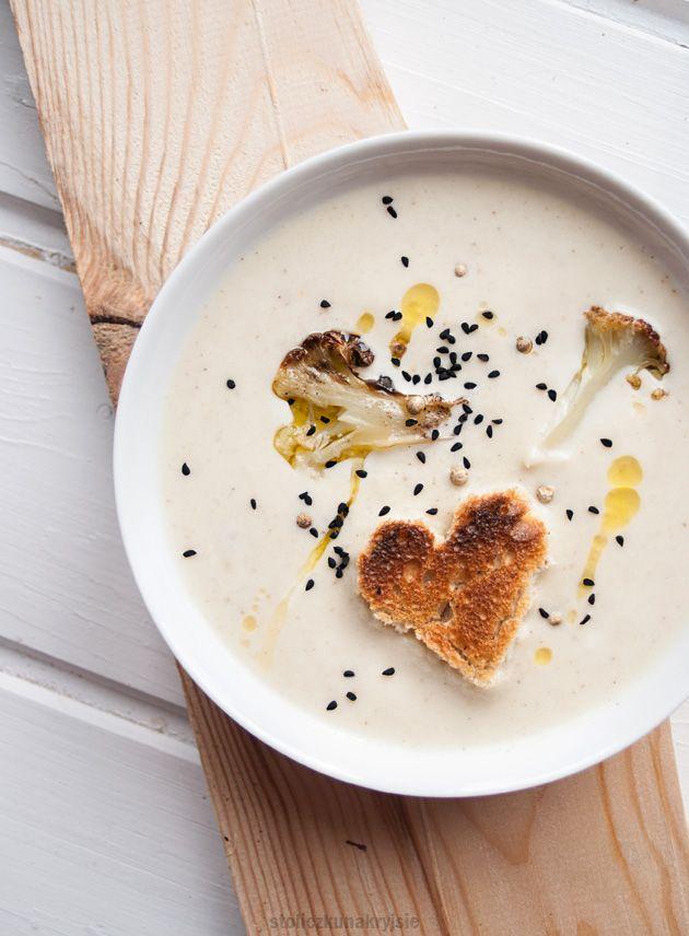 Cauliflower cream soup with toast bread