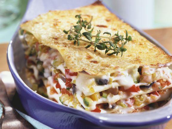 Vegetarische Lasagne ist ein Rezept mit frischen Zutaten aus der Kategorie Lasagne. Probieren Sie dieses und weitere Rezepte von EAT SMARTER!