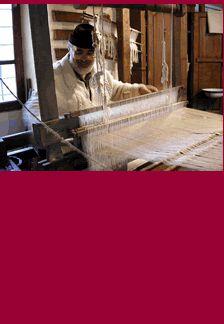 """Il laboratorio tessitura curato dal """"maestro"""" Bruno Tessa, all' #Ecomuseo dell'Alta Val Sangone #Coazze #aboutvalsangone Spiegherà la coltivazione della canapa, la filatura e la tessitura su grandi telai tradizionali in legno."""