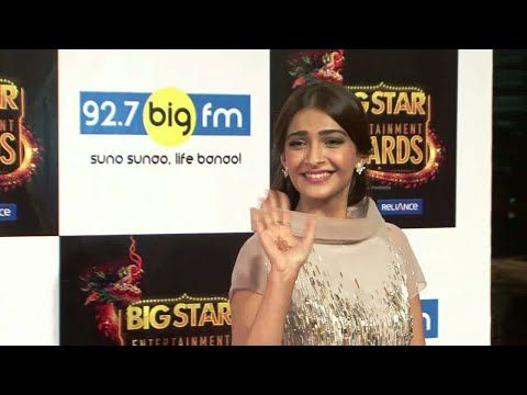 Sonam Kapoor at the red carpet of Big Star Entertainment Awards 2015.