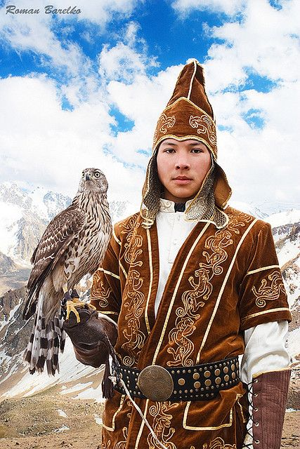 Kazakh people living in Mongolia near Bayan-Olgii use golden eagles to hunt wild sheep, foxes and wolves. Chillwall.com
