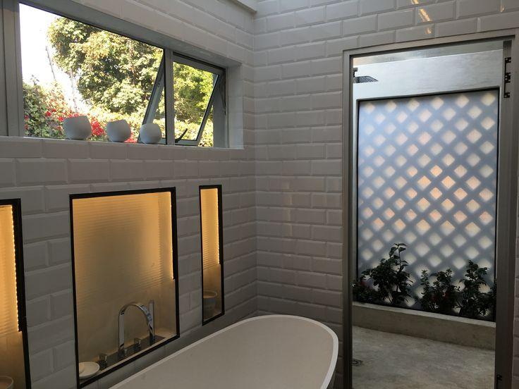 Outdoor Shower courtyard by inINSIDE by Gary Alon Rogoff - gary@ininside.co.za