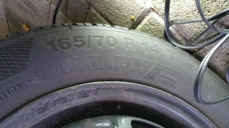 Wegen Fahrzeugwechsel verkaufe ich 4 Winterreifen Conti Winter Contact Größe 165/70 R14 T auf 5-Loch Stahlfelgen. Die Reifen sind neuwertig. Ich habe sie im letzten Winter (2015/2016) neu gekauft, d.h. sie sind noch keine ganze Saison gefahren. Die Felgen sind älter, aber ebenfalls in gutem Zustand.