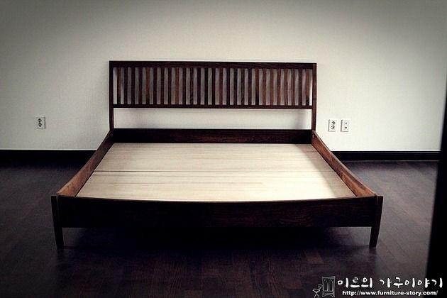 월넛으로 제작된 라지킹 사이즈 침대입니다. 큼직한 방에 잘 맞는 침대 였습니다. 바닥과도 딱 어울리는.. 매트리스 사이즈 2000 * 1930 재료 : 북미산 최상급 월넛,오동나무 마감 : 천연오일
