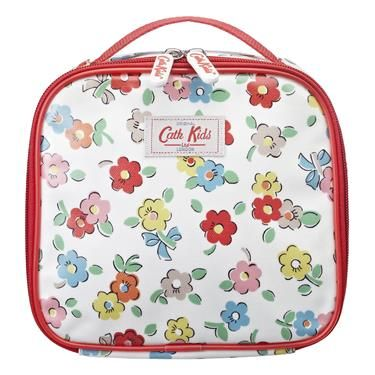 A little lunch bag for little people. Ideal for sandwiches (cut into four triangles of course). zip fastening carry handle shiny oilcloth