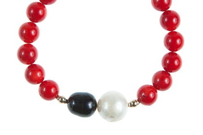 Lady Magpie - 22.05€  Red Coral Bracelet  Made of: red coral, cultured pearls, gold-filled beads, golden accessories.  Circumference: 18 cm.