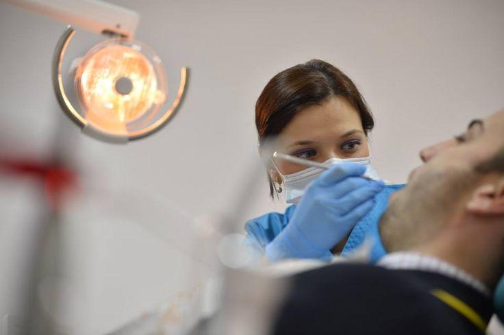 Dentista per le Vostre cure dentali in Romania. Il trattamento per i vostri denti con un basso costo senza sacrificare la qualità! Vi invitiamo qui per vedere di più e i nostri prezzi. Contattarci immediatamente: www.intermedline.... #clinicadentale #clinicadentaleinRomania #clinicaodontoiatrica #clinicaodontoiatricainRomania #turismodentale #turismodentaleinRomania #curedentali #curedentaliinRomania #trattamentoodontoiatrico #trattamentoodontoiatricoinRomania