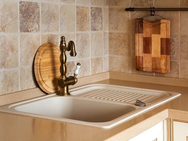 Browse ideas for travertine backsplashes, and get ready to install an elegant and durable backsplash in your kitchen.