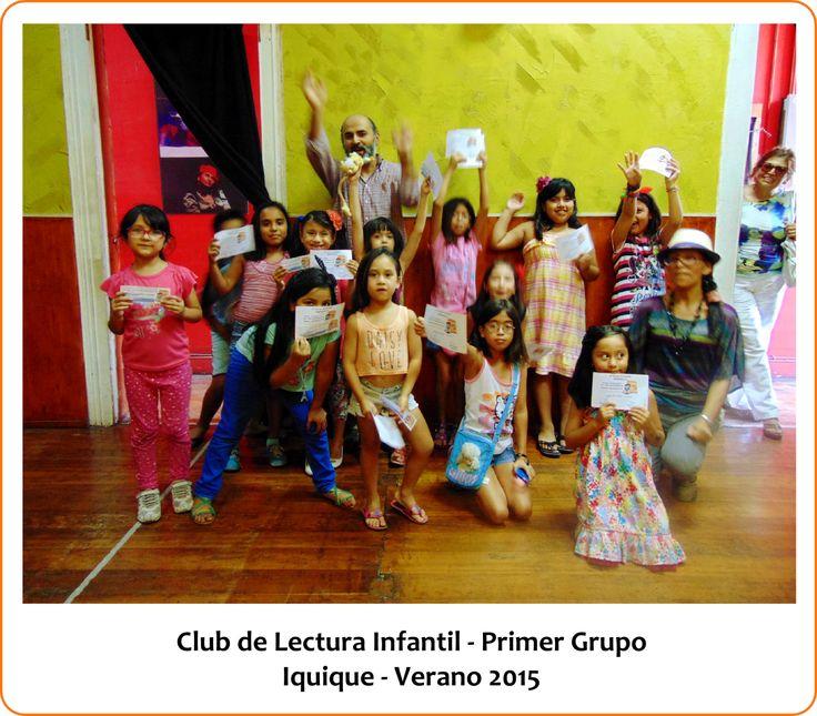 Entrega de diplomas en el primer grupo del Club de Lectura Infantil. Akana Teatro, Iquique, Chile, 2015.