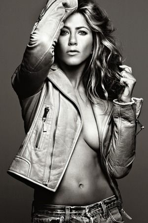 SERIOUSLY? jennifer aniston is freeeeakin hot. and if you don't think so, you're lying.