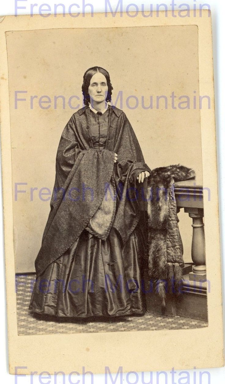 cdv photo 1860s woman in mourning dress 2697 comic charakter