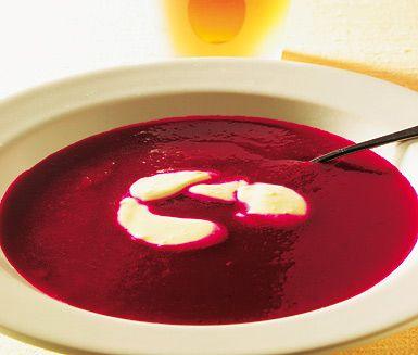 Röda soppan, en värmande och färgstark soppa på rödbetor, lök och potatis. Du…