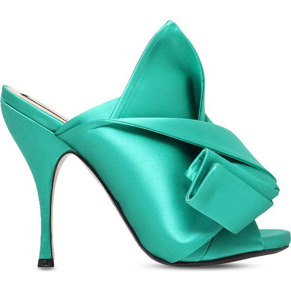 NO 21 Bow satin heeled mule sandals ($560) ❤ liked on Polyvore featuring shoes, sandals, heels, green, high heels stilettos, peep toe mules, high heel sandals, green high heel shoes and slip-on shoes