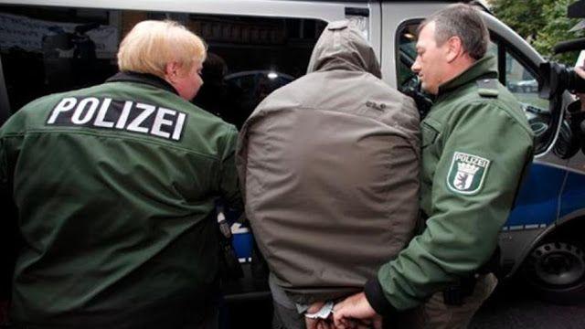 ألقت شرطة مدينة إيبنبورن التابعة لمقاطعة نوردرايت وستفالن القبض على شاب سوري بتهمة القتل العمد حسب صحفية بيلد وعن تفاصيل In 2020 Winter Jackets Jackets Bomber Jacket