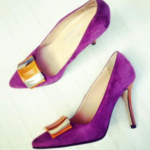Oggi #Stilbodega indossa il nostro Décolleté #Contrastic #Ilove this colours Store www.bodegacostaacosta.com
