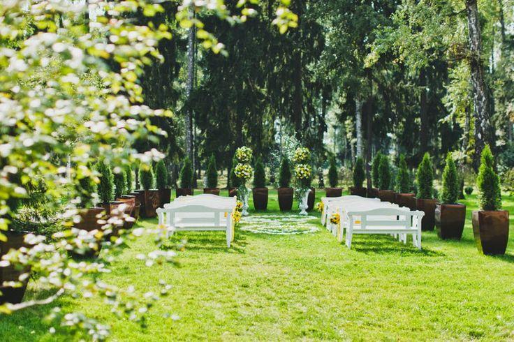 Место свадебной церемонии на открытом воздухе. Свадебная церемония на природе