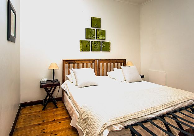 Beautiful room at Dirtopia Trail Lodge, with a very interesting wall-motif!