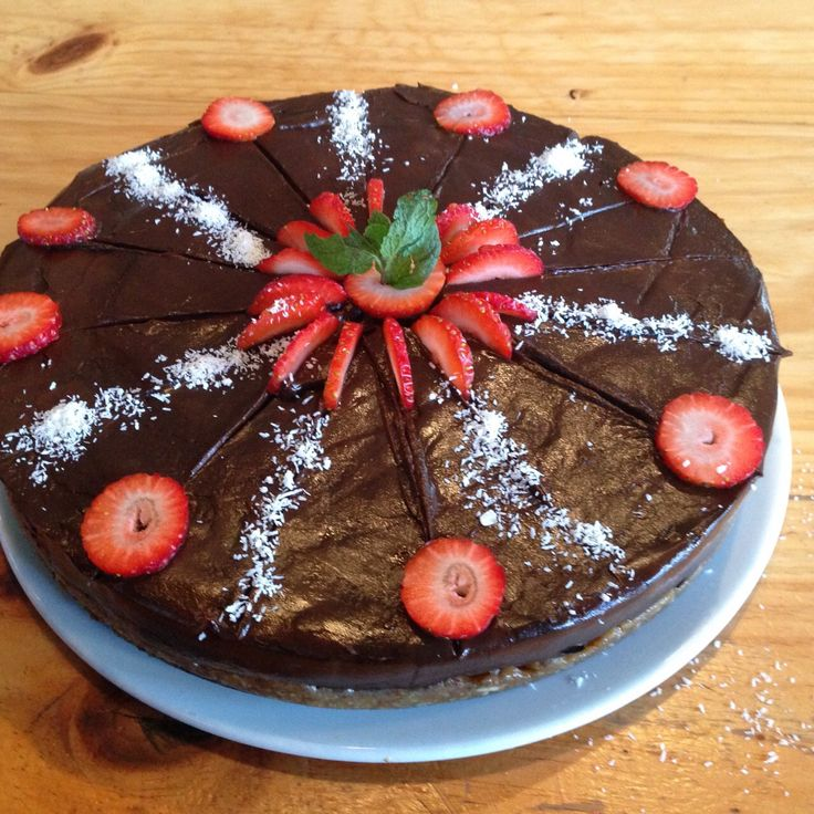 Raw chocolate cake