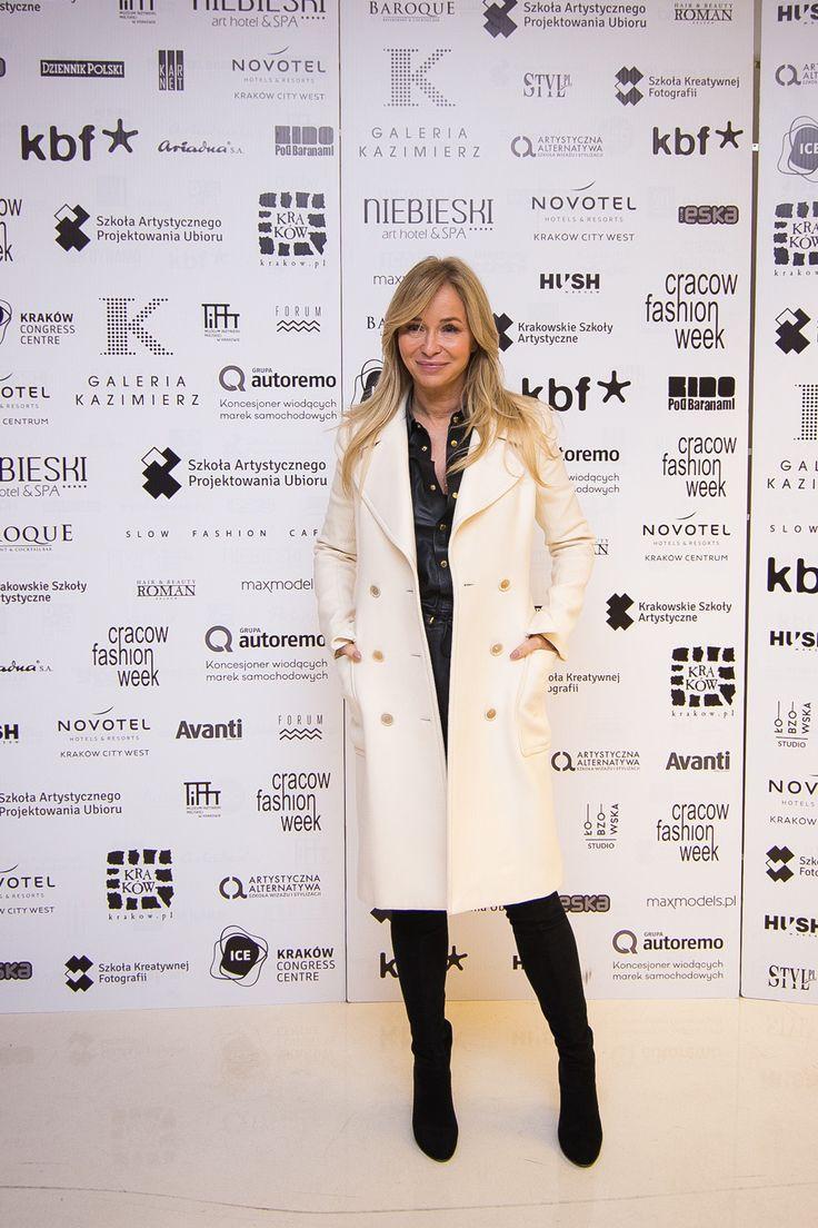 Cracow-Fashion-Week-gala-6.03-Joanna-Przetakiewicz-116-z-198.jpg (1000×1500)