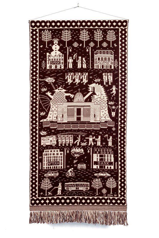 Warszawski grafik i ludowa tkaczka połączyli siły. Dywan Jakuba Jezierskiego i Małgorzaty Pepłowskiej.