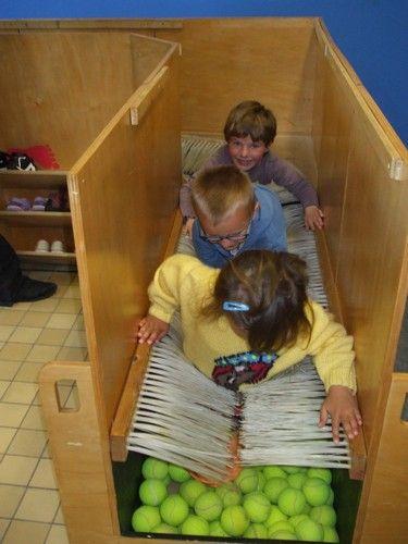 Ecole Jean Macé maternelle : A la découverte de nos sens : le toucher