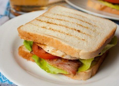 Сэндвичи с курицей и беконом