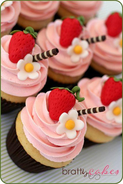 Strawberry Blossom Cupcakes by Natty-Cakes (Natalie), via Flickr.... I LOVE THESE! proteinmilkshakebar.com