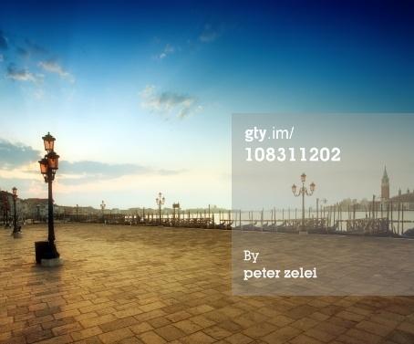 免版稅圖片:在聖徒的日出,標誌著廣場威尼斯