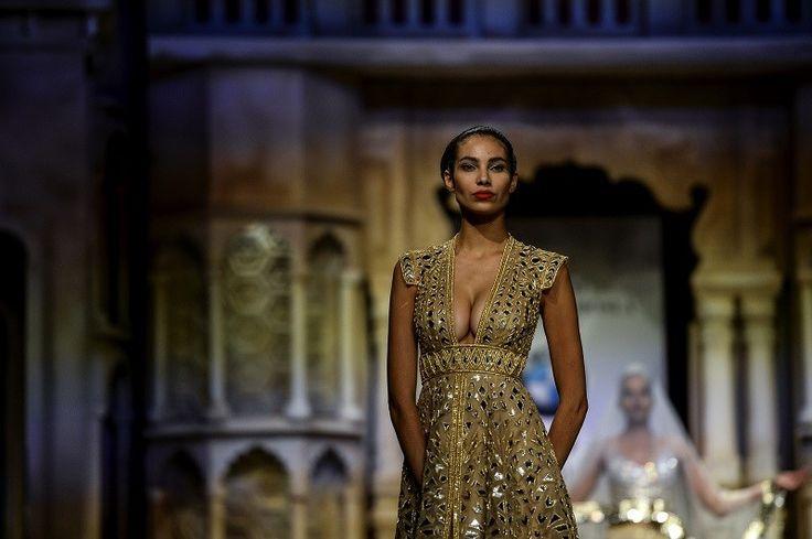Bruidsmode kijken op de Indiase modeweek - Het Nieuwsblad: http://www.nieuwsblad.be/cnt/dmf20150818_01823047