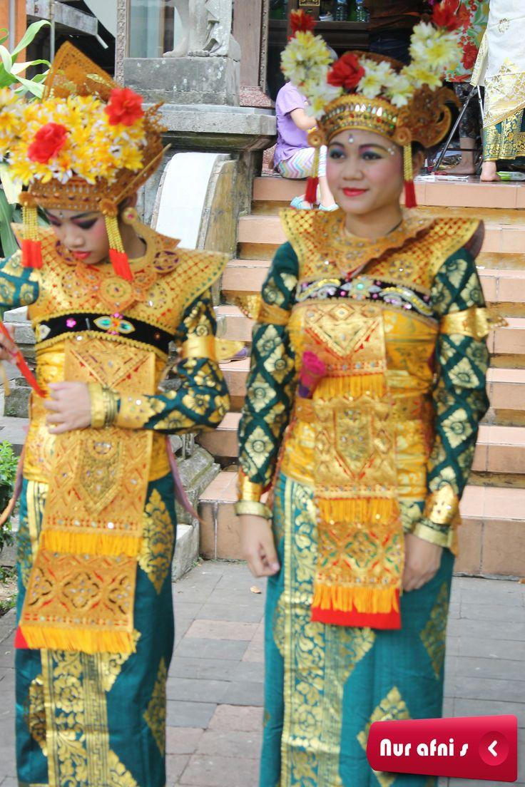 Kostum tari Bali Photo by Nur Afni Setiyaningrum at Anjungan Bali TMII Jakarta What do you think about this picture?