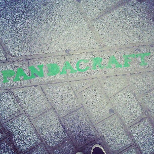 Pandacraft fait sa promo devant les locaux !