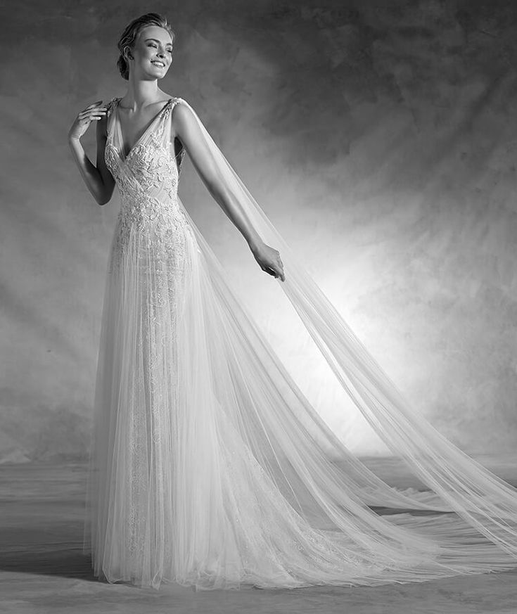 Nepal - Mermaid flared wedding dress with a V-neckline in lace