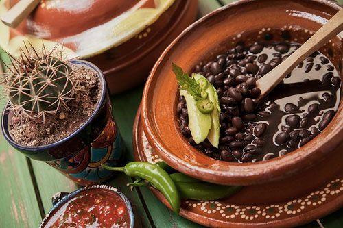 Pruebe el sabor de México con los ricos Frijoles de Olla, un platillo típico mexicano que cualquiera puede preparar y a todos los gusta.