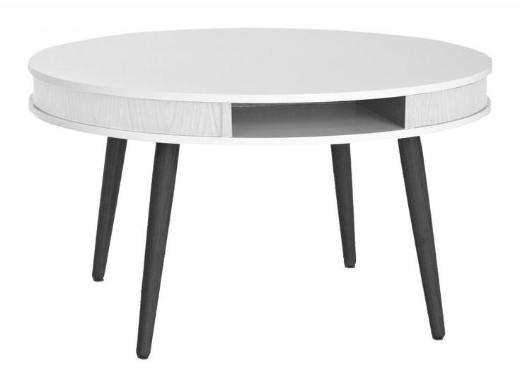Hugo - sober look med känsla av 60-tal!Hugo soffbord har två vitlackerade skivor med en kantlist av fanér emellan.Ben finns i olika utföranden.Mått:Ø90 h50 cm