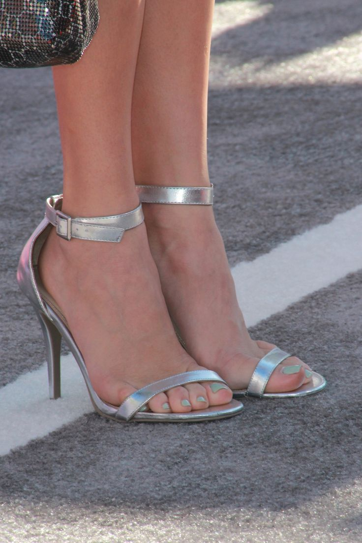 Peyton Lists Feet-5755