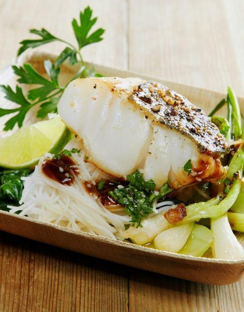 ( góð ) Nydelig og enkel wok med torsk, østerssaus, vårløk, lime og koriander.