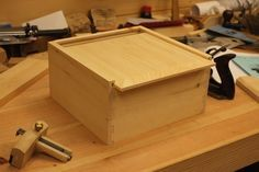 The final step in our four-part dovetail box series is closing up the box. Learn how to make a snug sliding lid in just five steps.