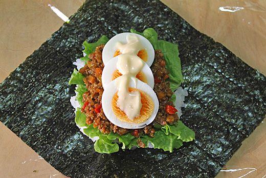 卵とドライカレーのおにぎらず&明太子チーズおにぎらず☆春休みピクニック弁当 - ぱおのおうちで世界ごはん☆
