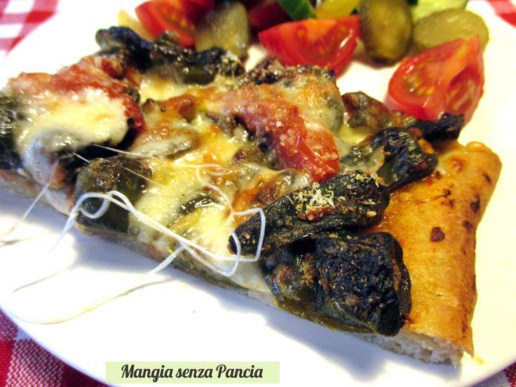 La pizza provola e peperoncini verdi dolci è squisita e originale, dopo averla assaggiata a Napoli non potevo non provare a farla!