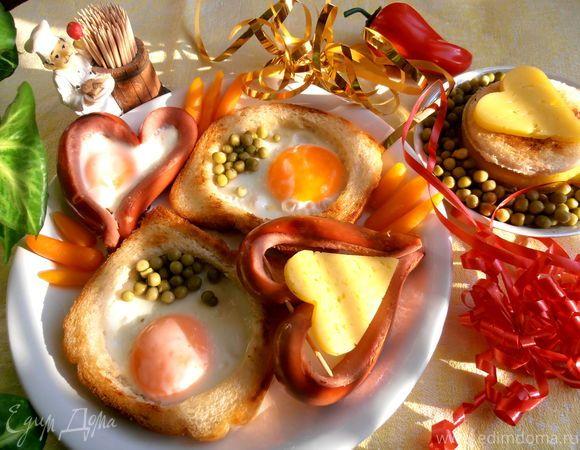 «Завтрак для любимого»  Порадуйте своих любимых и близких легким в приготовлении и оригинальным завтраком. Начните утро вкусно и с позитивом! #готовимдома #едимдома #кулинария #домашняяеда #завтрак #яичница #гренки #вкусно #для_любимых