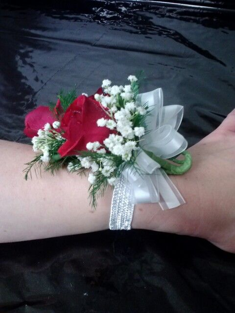 118 best images about corsages boutonnieres on pinterest hydrangeas delphiniums and floral. Black Bedroom Furniture Sets. Home Design Ideas