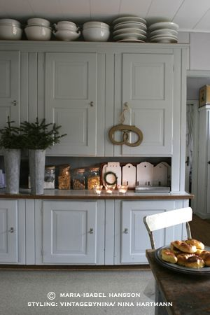 Holy Moly! Why didn't I see this photo 5 years ago when I renovated my kitchen?!?