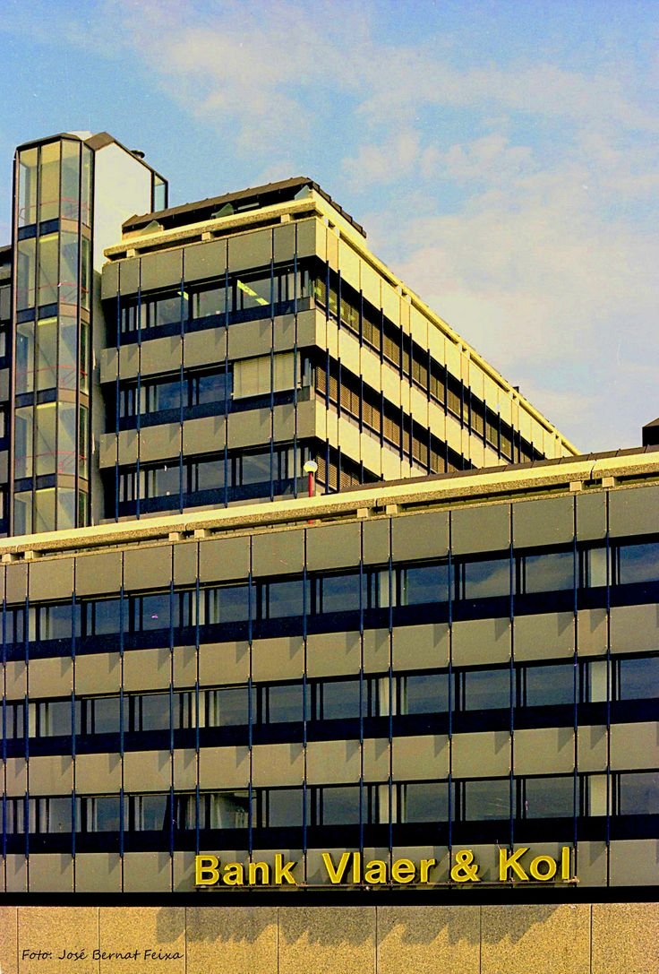 Opening in 1975 kantoor van Bank Vlaer & Kol in Hoog Catharijne, Utrecht