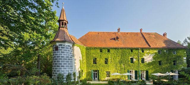 Schloss Ernegg - Top Hochzeits-Location Österreich #hochzeit #feiern #location #event #einzigartig #weiß #schwarz #heirat #österreich #special #wedding #unique #stunning #garden #love #hochzeitsfeier #wien