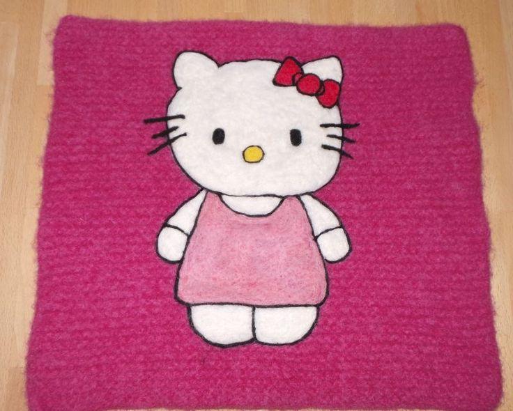 Hello Kitty - tova/filtet spisebrikke/sitteunderlag