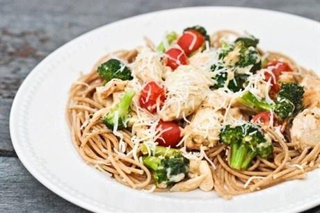 Спагетти с красным вином и брокколи