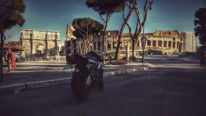 #ROMA #ITALIA #Rome # Italy #oldcity #cittavecchia #Colosseo #CBR600rr #den812 #LaRomaMia #Sole #HJC #Honda #Hjchelmets #jorgelorenzo #monster #jl99 #moto #instamoto #instahelmet #bocadellaverita #rotonda #teatro #piazzavenezia #corso