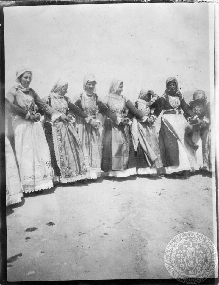 Χορός στα Μέγαρα GENNADIUS LIBRARY ARCHIVES    Photographs from the Historical Archives Ion Dragoumis